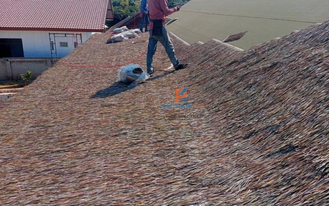 Thi công rơm nhân tạo trên mái tấm ván dăm !